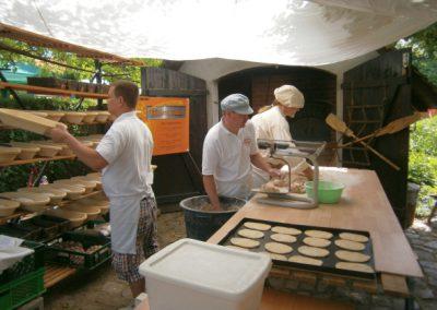 frisches Brot flammkuchen und mehr beim Johannismarkt in Straupitz
