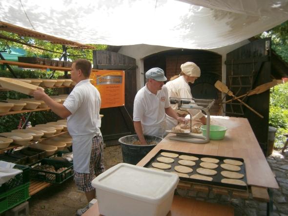 frisches Brot Flammkuchen und mehr beim Johannismarkt, Foto: Fred Kunze, www.straupitz.de
