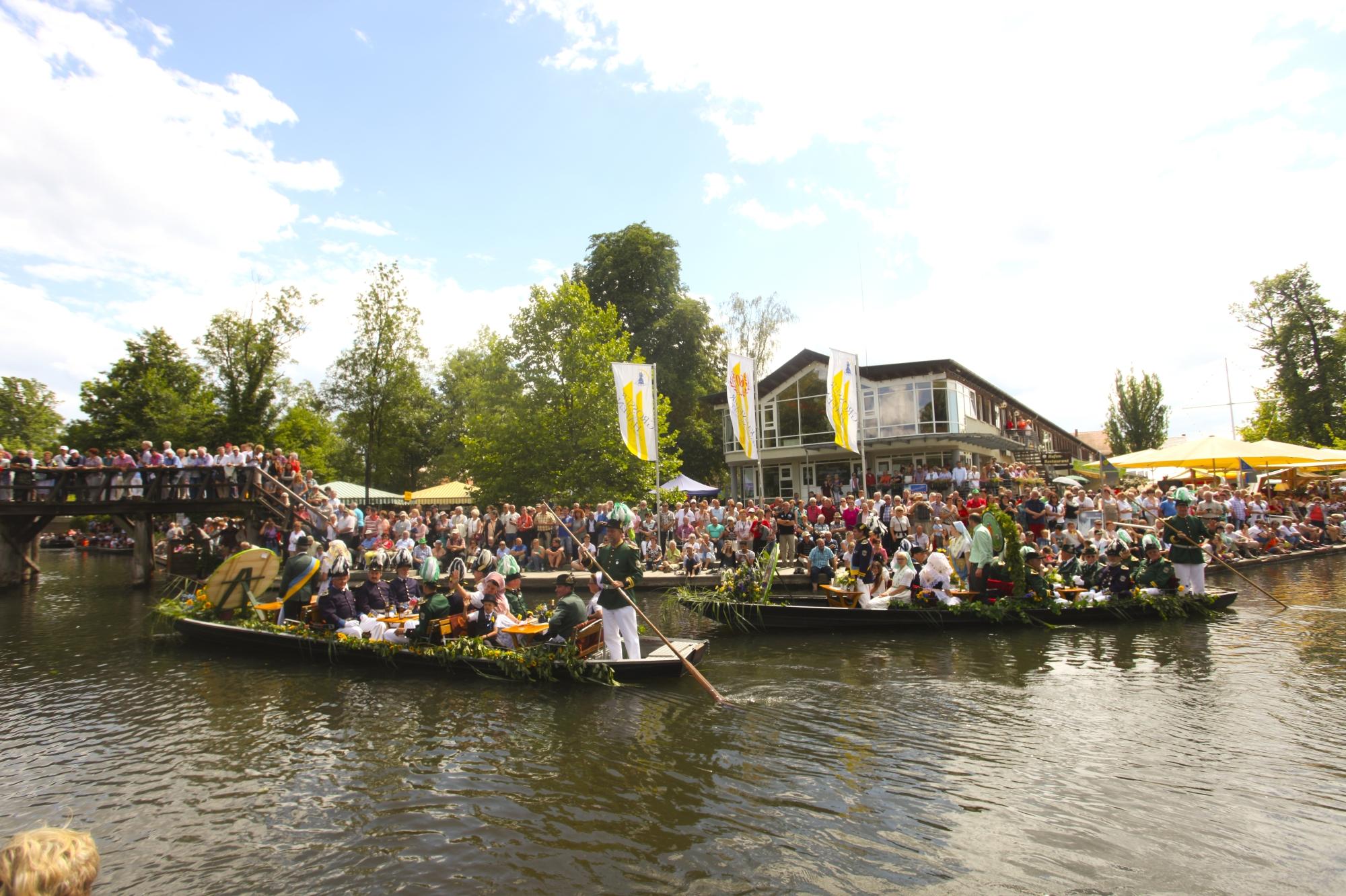 Aufstellung beim Kahnkorso zum Lübbenauer Spreewald- und Schützenfest, Foto:© Robert W. Naase (Cucumber Media)