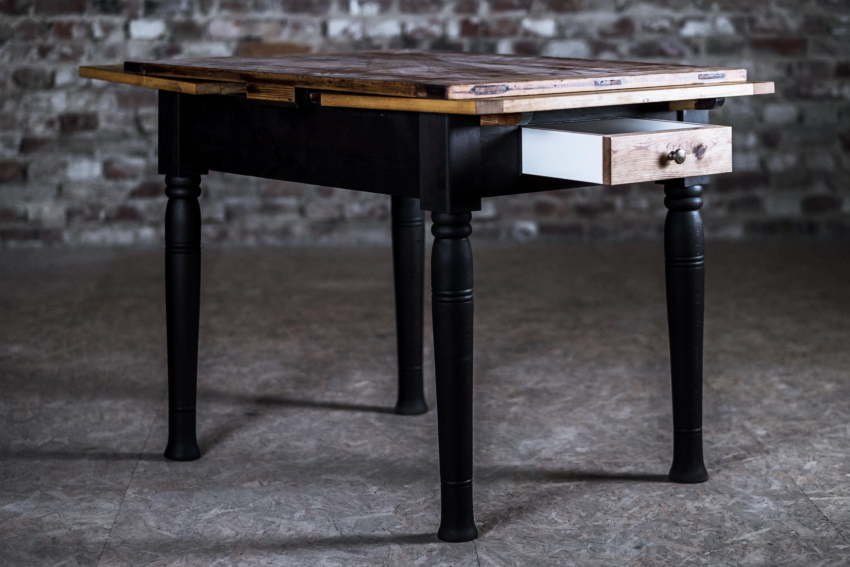 kleiner Esstisch mit Schublade | wieloch druck & verlag